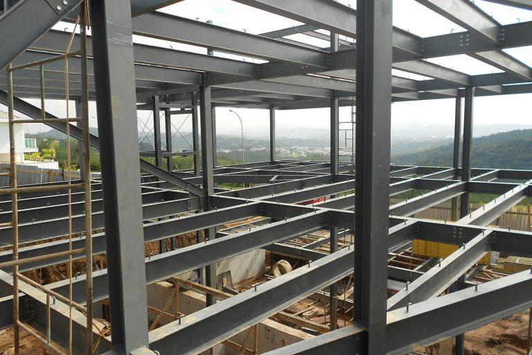 Foto do alto de uma edificação em Steel Frame